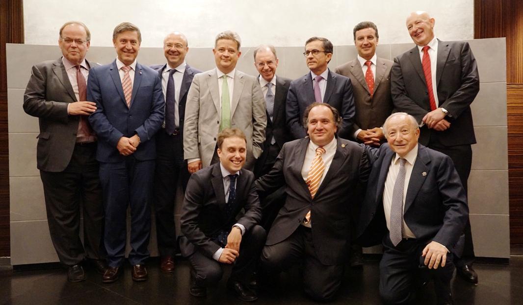 parte_del_equipo_con_el_director_general_y_Jose_Antonio_Escartin