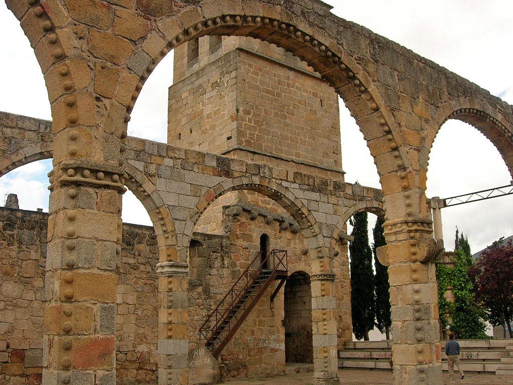 Cebreros (Ávila). Iglesia del S. XVI. Por pegatina.