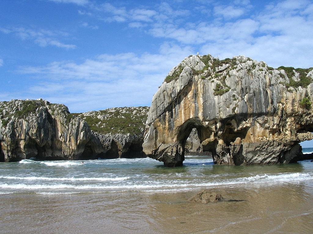 Playa Cuevas del Mar Llanes-Ribadesella (Asturias)