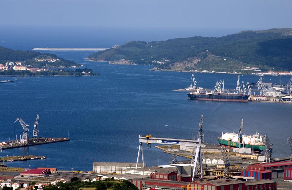 Astilleros en la ría de Ferrol. Por Xaimex.