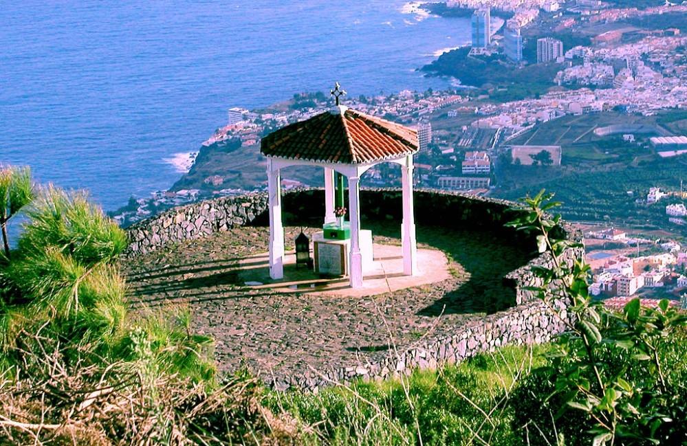 Mirador de La Corona (Los Realejos). Al fondo, Puerto de la Cruz. Por Losrealejos.es