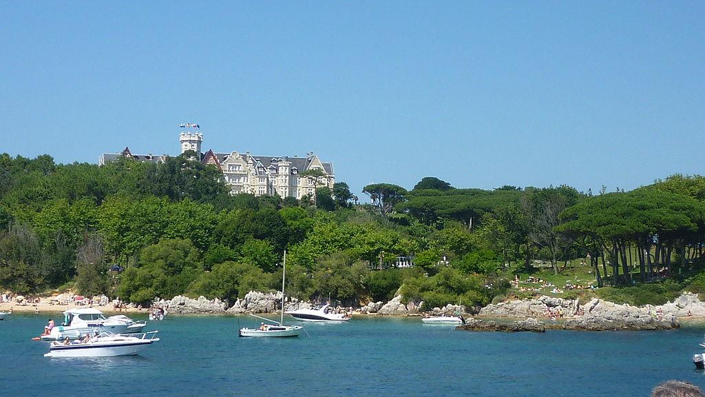 Santander. Palacio de la Magdalena desde la bahía de Santander. Por Noreenlam.