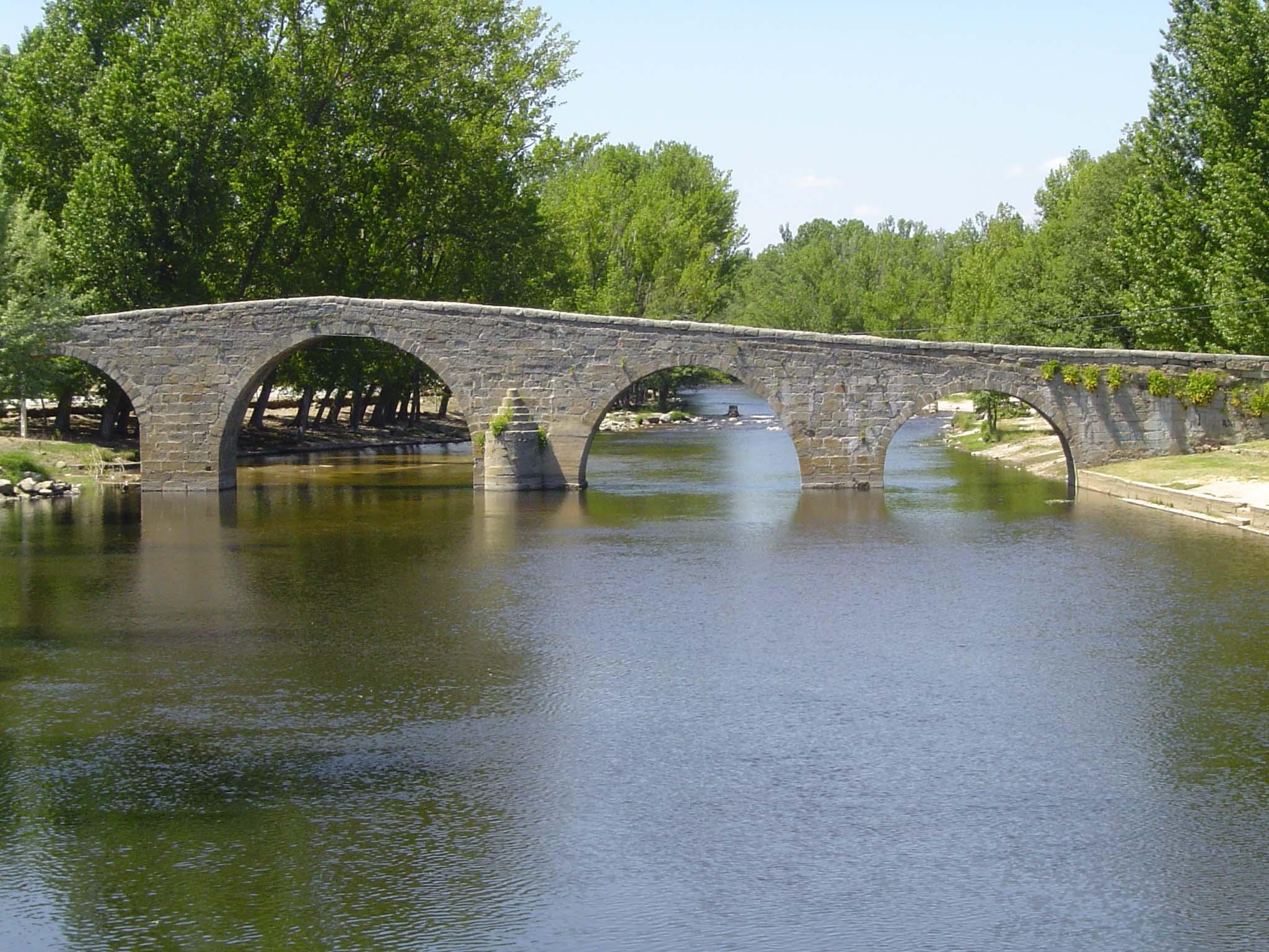 Navaluenga (Ávila). Puente romano. Por Laportaleradegredos