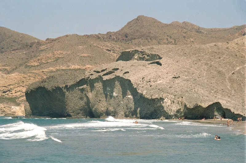 Playa de Monsul en Almería. Por Jsanchezes.