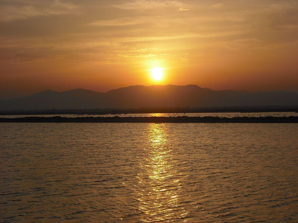 Puesta de sol en las salinas de Santa Pola (Alicante). Por Enrique Íñiguez Rodríguez