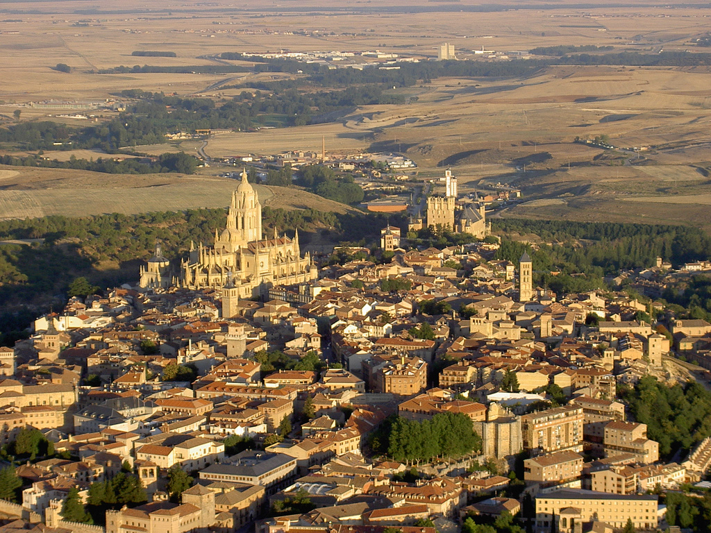 Vista aérea de Segovia. Por McPolu