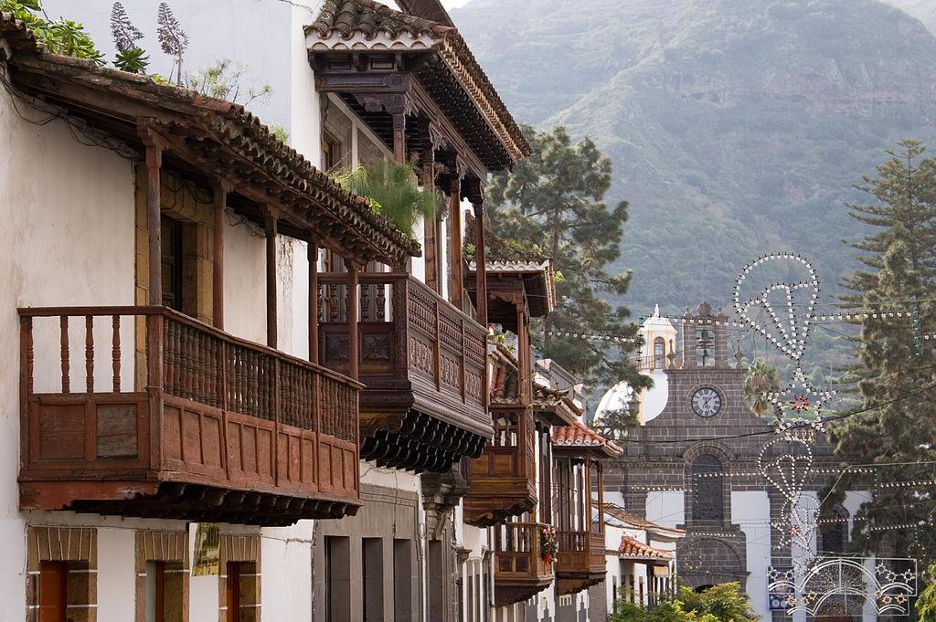 Balcones típicos en la calle Real de Teror (Gran Canaria). Guido.Haeger