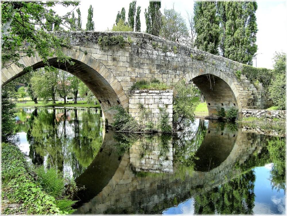 Puente románico del siglo XII en Allariz (Ourense). Jose Luis Cernadas Iglesias.