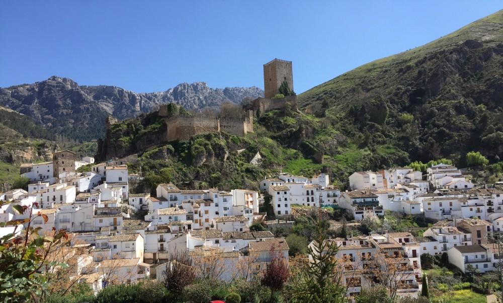Cazorla (Jaén) con el castillo de La Yedra. JFME. Pinchar en la imagen para ver más grande.