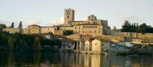 Catedral de Zamora desde el otro lado del Duero.