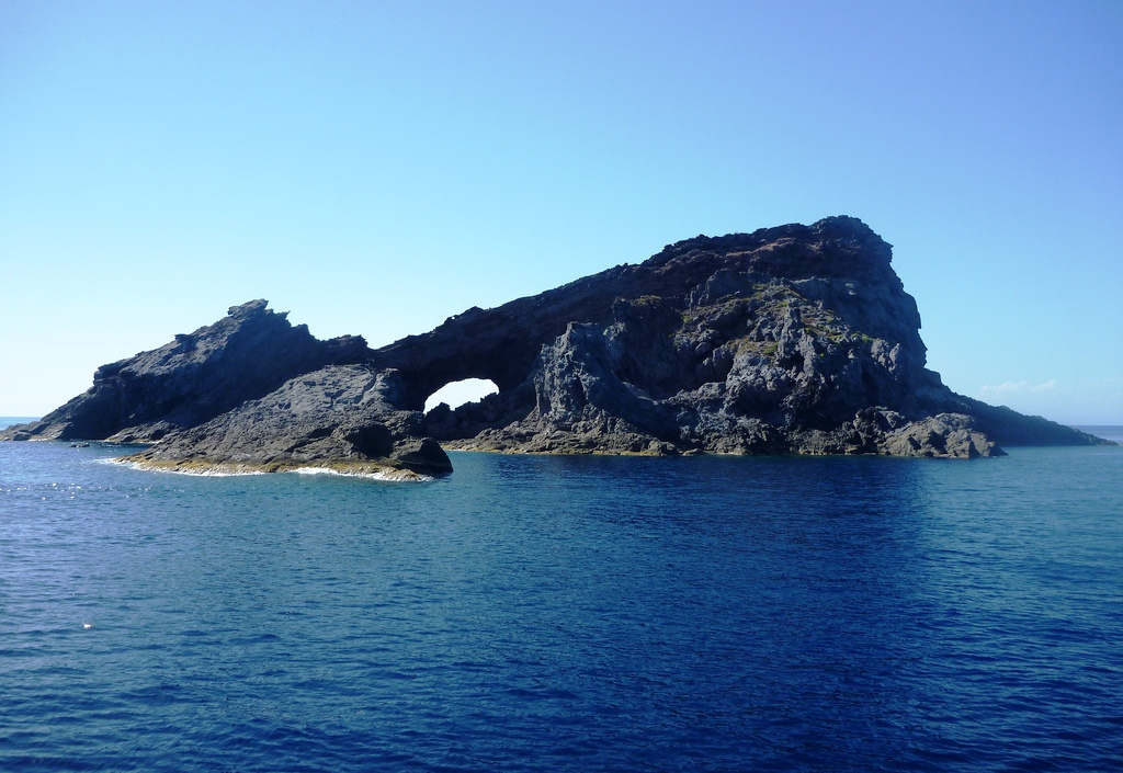 Isla Foradada en el archipiélago de las Columbretes (Castellón)