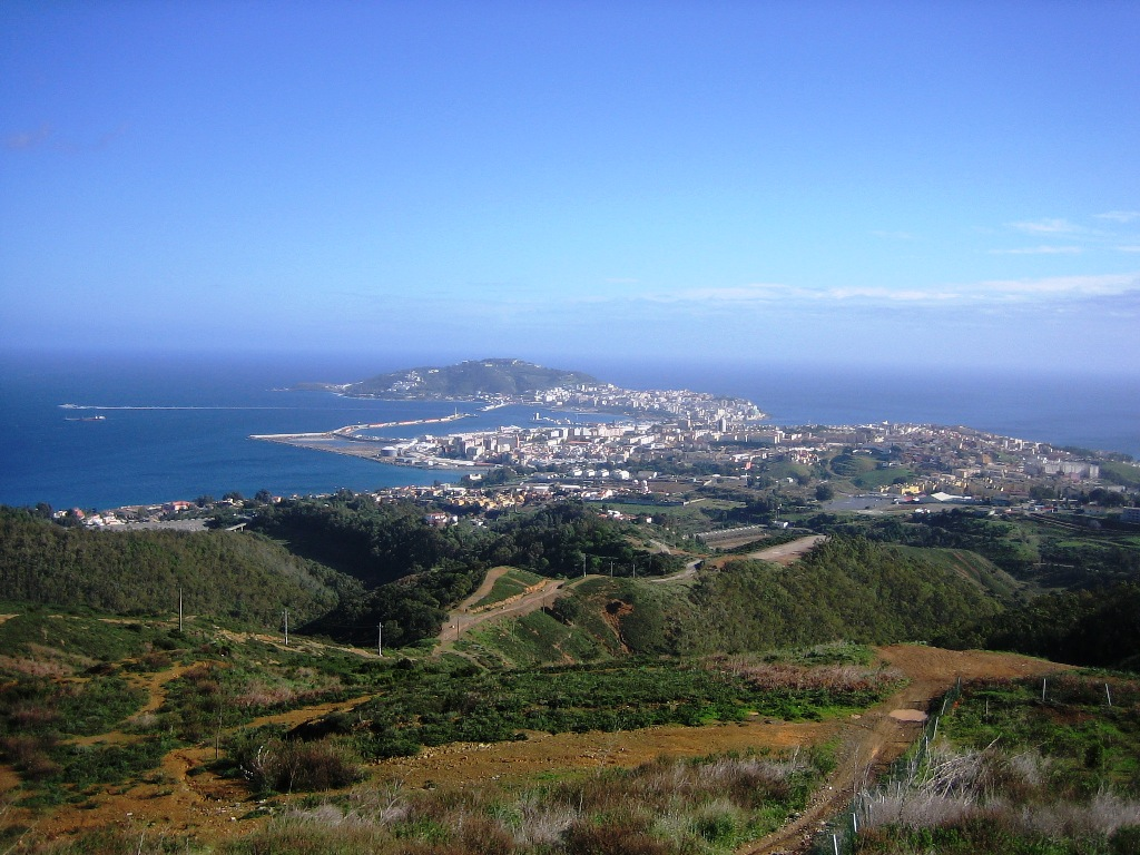 Ceuta y Melilla: adquisición de inmuebles y autorización gubernativa. Posible derogación tácita por inconstitucionalidad.